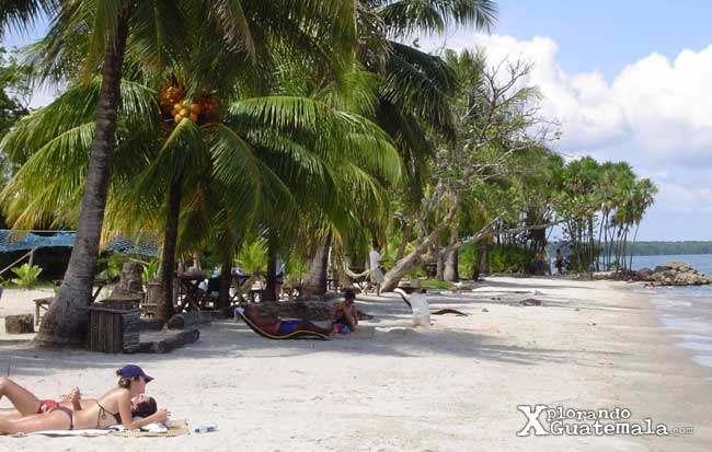 Un Para 237 So Tropical En Playa Blanca Izabal Guatemala