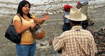 El regateo, tradición en los mercados de Guatemala
